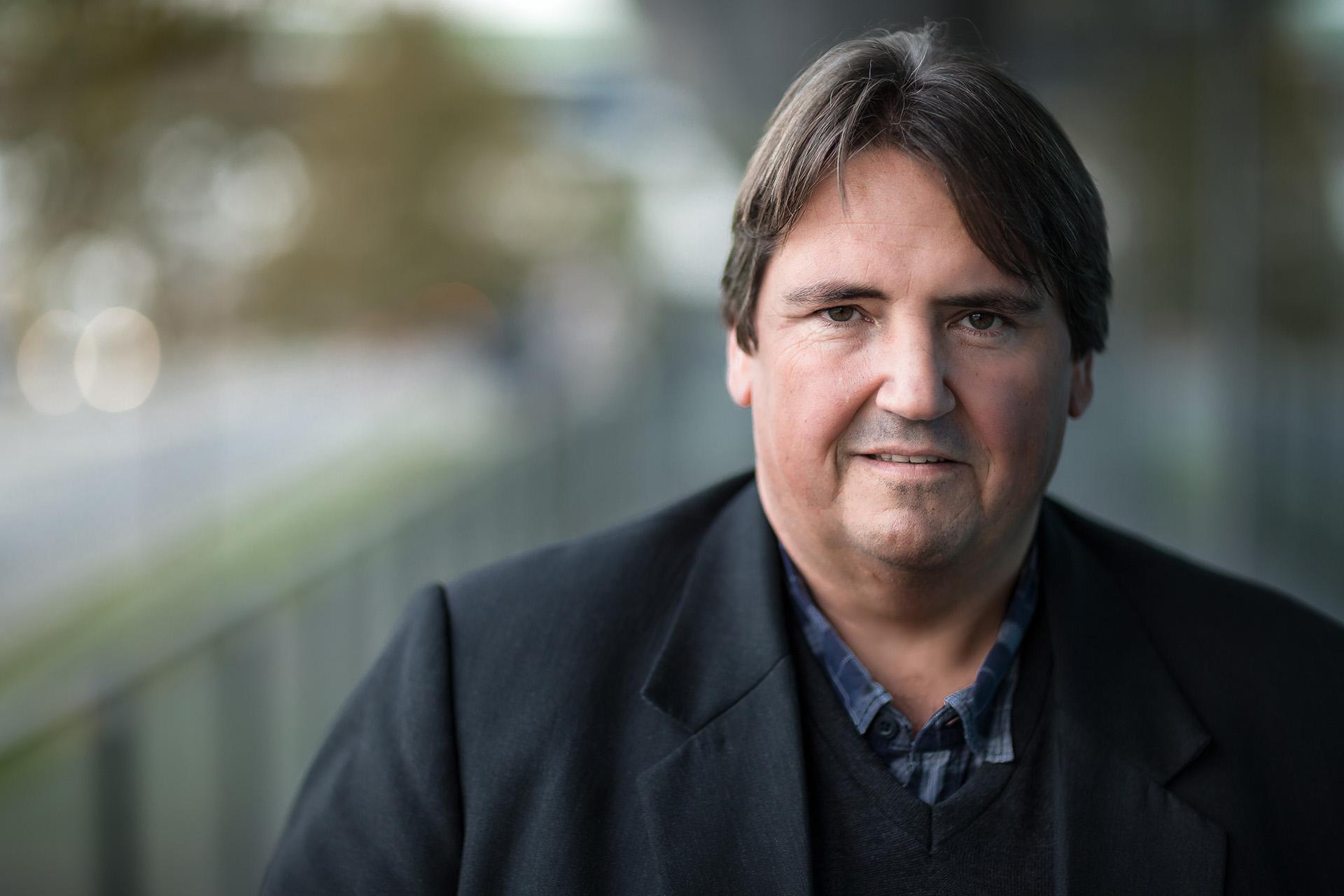 WIEN, ÖSTERREICH - 9. NOVEMBER 2016: Portraits von Josef Muchtisch, Abgeordneter zum Nationalrat und Vorsitzender der Gewerkschaft Bau-Holz.