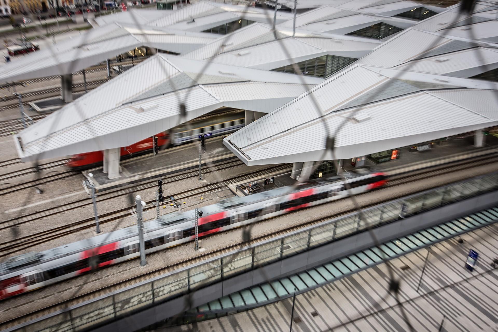 Soli957-Hauptbahnhof--_T8A7610--(C)©MichaelMazohl--1280px